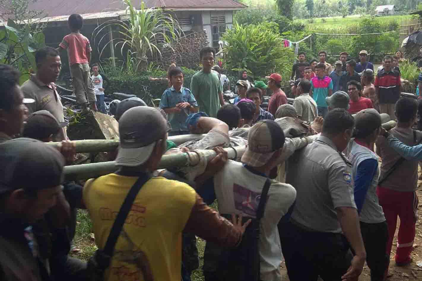 Polisi dan Warga Evakuasi Petani Kopi Yang Diserang Beruang Liar