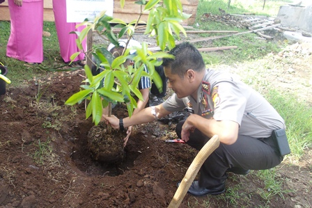 Anggota Bhayangkari Baru, Wajib Tanam Satu Pohon