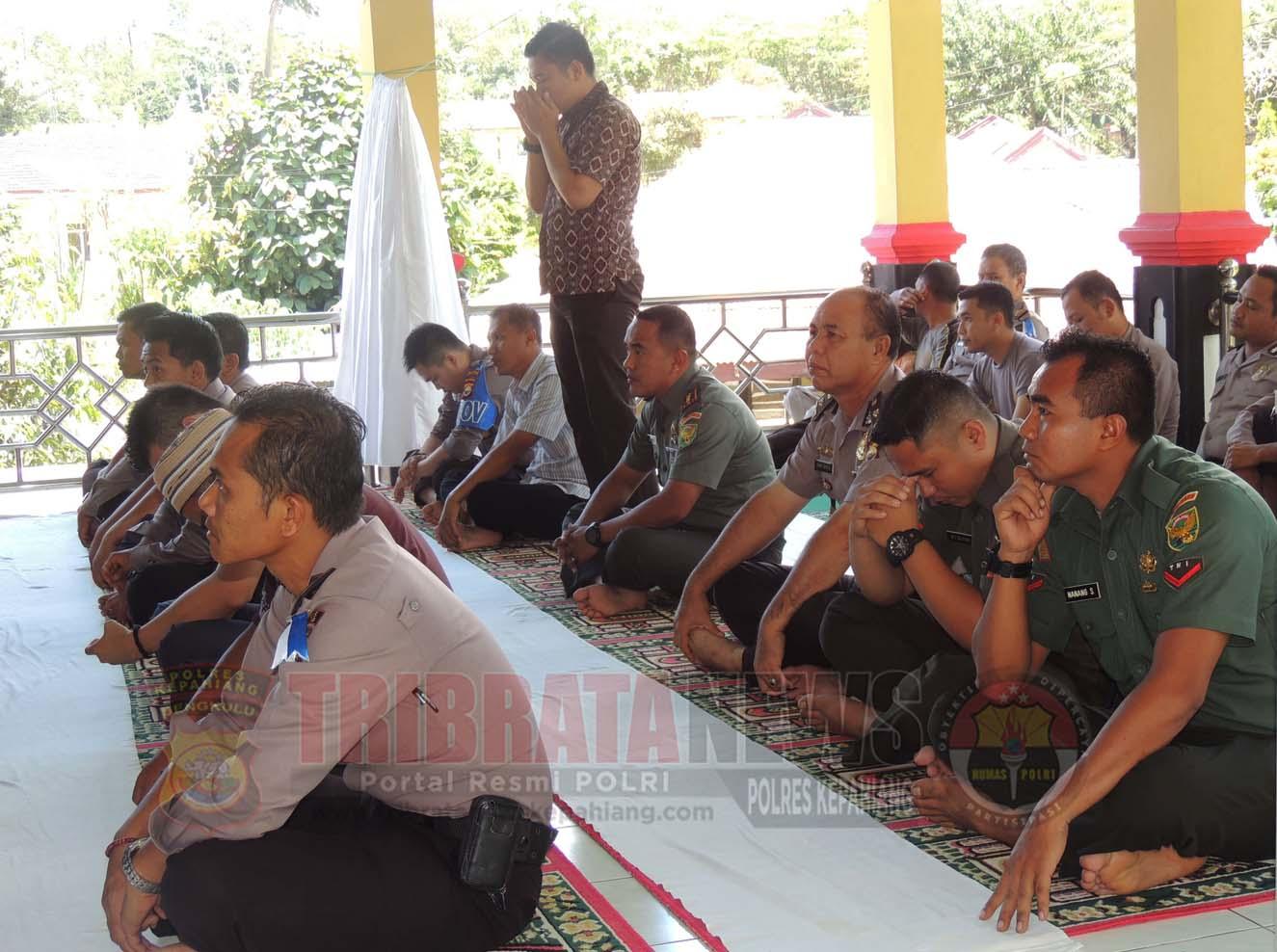 Dandim 0409/RL Sholat Jum'at di Masjid Al Izzah Polres Kepahiang