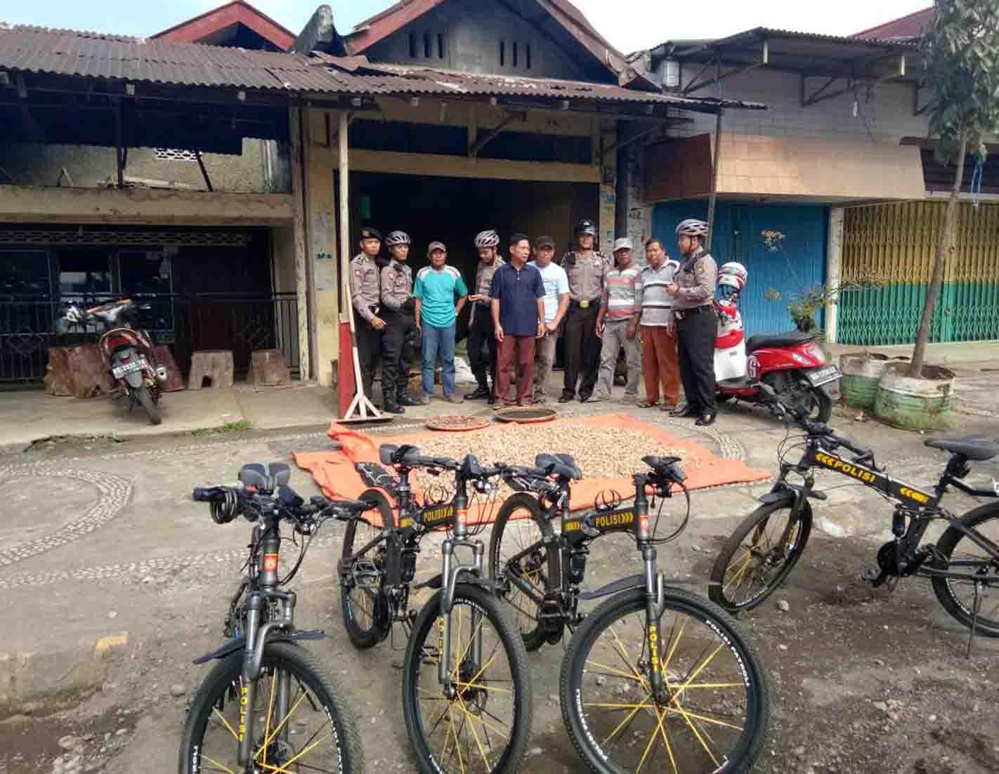Polisi Patroli Bersepeda Antisipasi Pencurian di Perumahan Yang Ditinggal Mudik