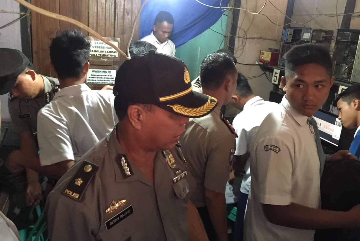 9 Pelajar Diamankan Polisi, Tertangkap Tangan Saat Jam Sekolah Nongkrong di Warnet