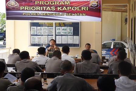 Kapolres Sampaikan Hasil Vidcon Kapolri dan Program Kapolri Kepada Anggota