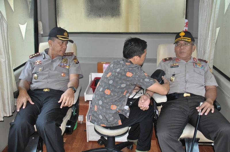 Jelang Hut Bhayangkara,Kapolda Donorkan Darahnya