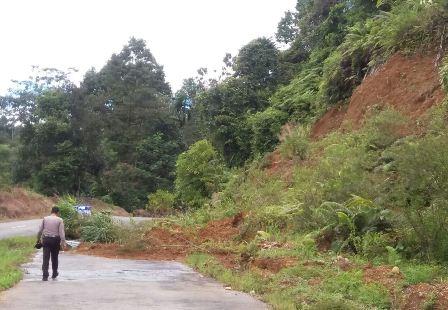 Tanah Longsor di Desa Kayu Ajaran, Bengkulu Selatan