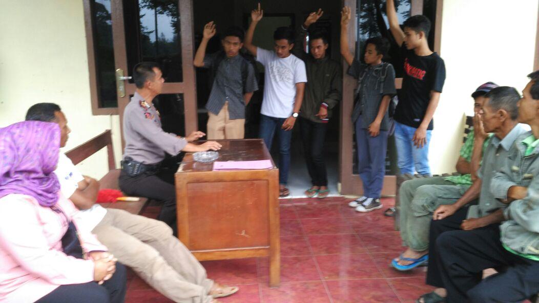 Kapolsek Kabawetan dan Bhabinkamtibmas Melakukan Mediasi dan Problem Solving Perkelahian Antar Pelajar