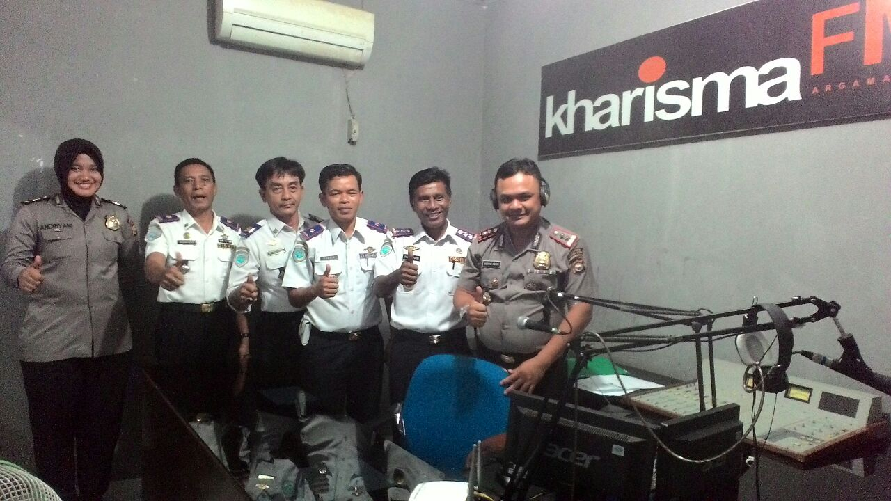 Pendekatan Ke Media, Kapolres BU Kunjungi Radio Kharisma