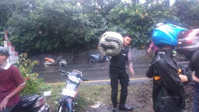 Polisi Evakuasi Warga Disekitar Lokasi Longsor