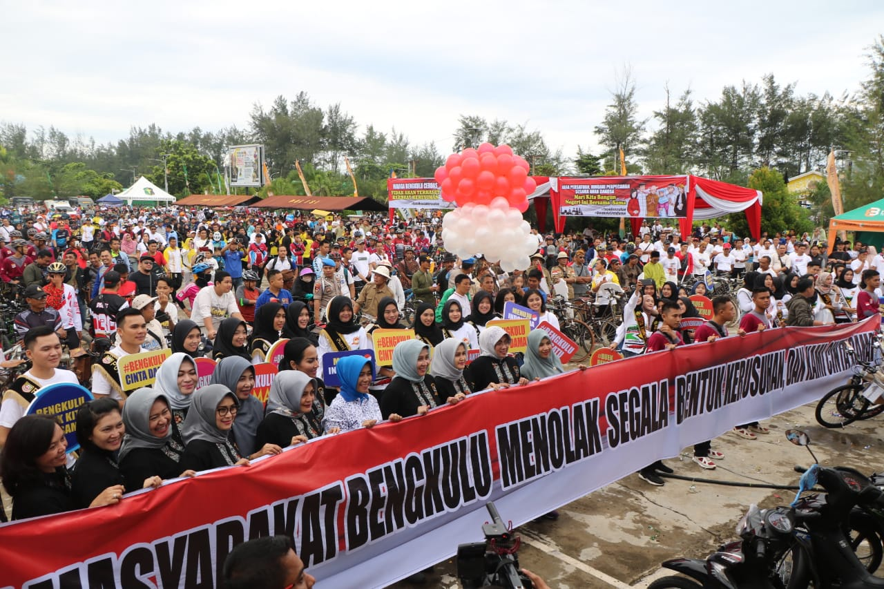 Ribuan Peserta Ramaikan Fun Bike dan Olahraga Bersama Polda Bengkulu