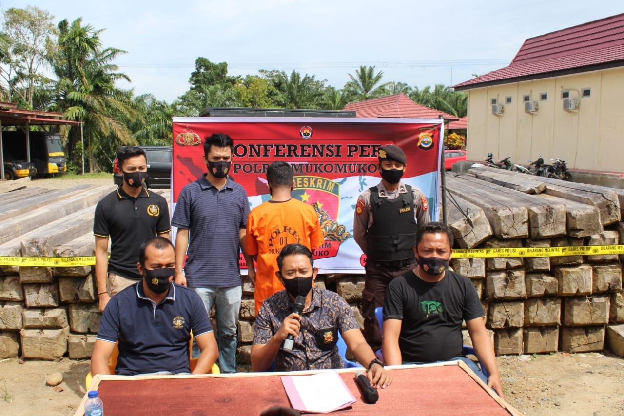 Polres Mukomuko Bekuk Terduga Pelaku Illegal Logging di Aur Cina