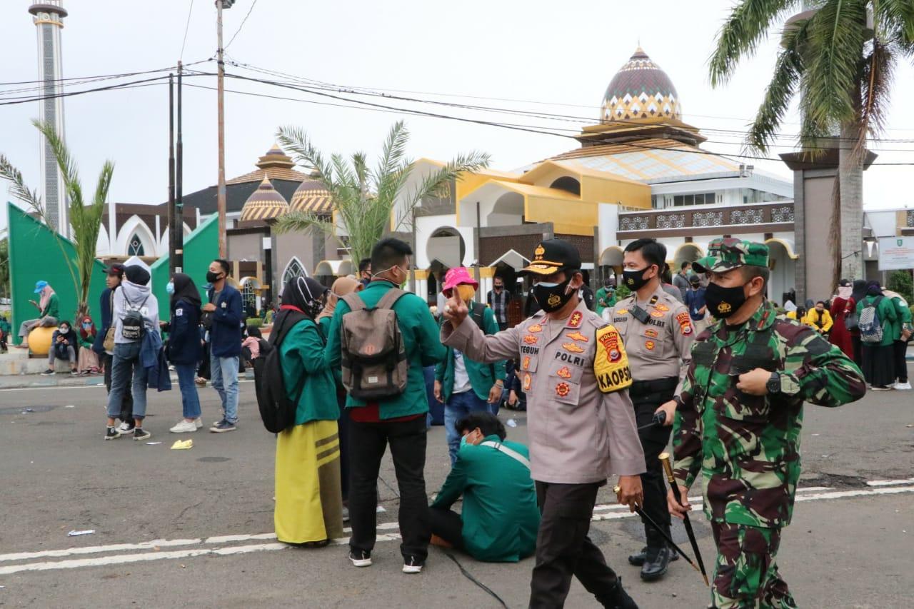 Kapolda Bengkulu Pantau Aksi Demo Tolak Omnibus Law, Sapa Para Pendemo