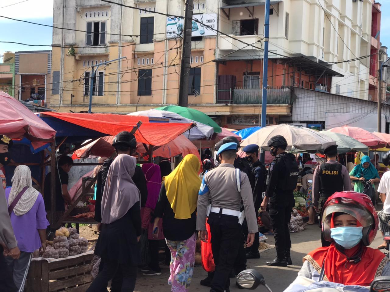 Patroli Kawasan Pasar, Satgas Aman Nusa Polda Bengkulu Ingatkan Masyarakat Patuhi Prokes