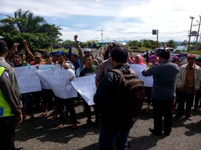 Polres Seluma Amankan Demo Di Kantor bupati