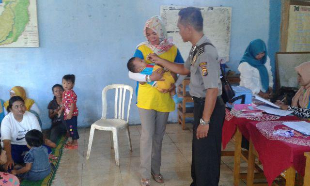 Aipda Bambang Wahyudi, Bhabinkamtibmas Polsek Tebat Karai Ajak Warganya Ikuti PIN Polio