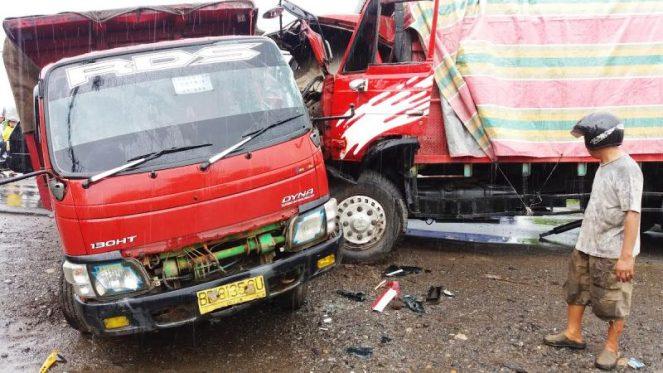 2 truck Adu Kambing