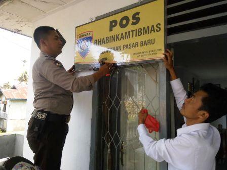 Pasang Papan Nama Pos, Bhabinkamtibmas berkantor di Desa dan Kelurahan