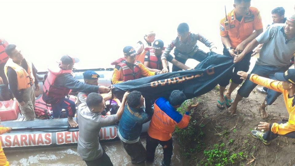 SAR Brimob Evakuasi korban Tenggelam