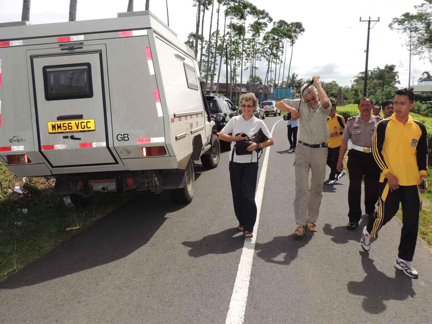 Kapolres Kepahiang Pimpin Langsung Upaya Evakuasi dan Pengamanan WNA Yang Kesasar