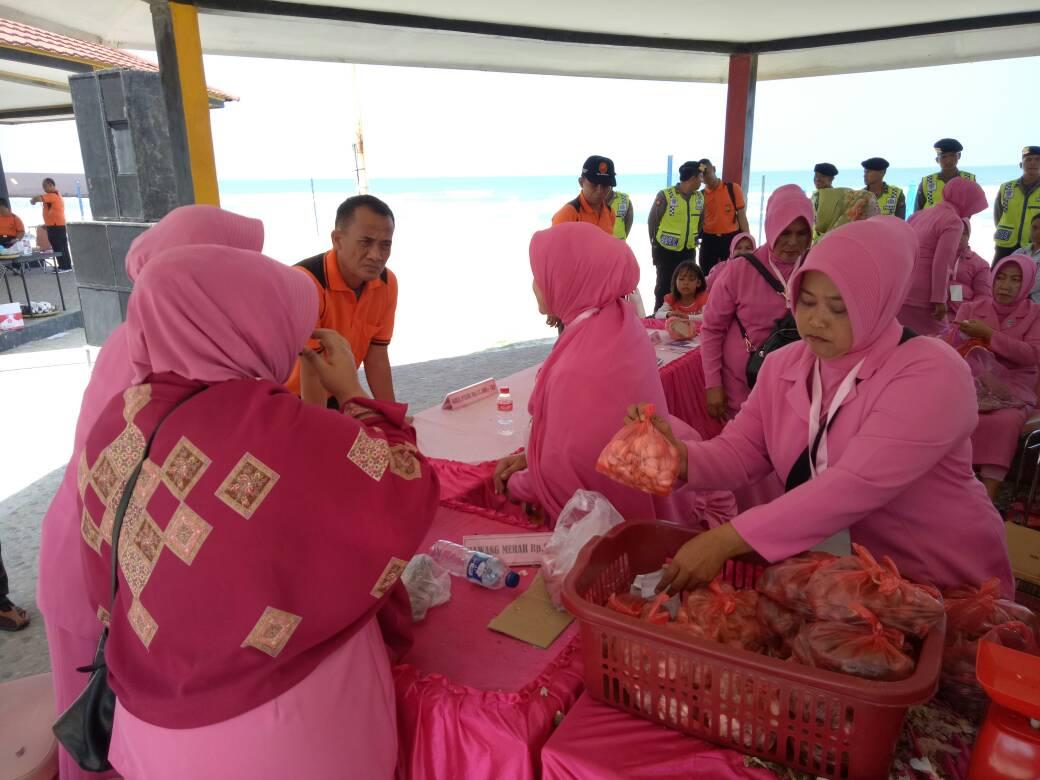 Hadapi Ramadhan, Polda Bengkulu dan Bulog Gelar Bazar Murah