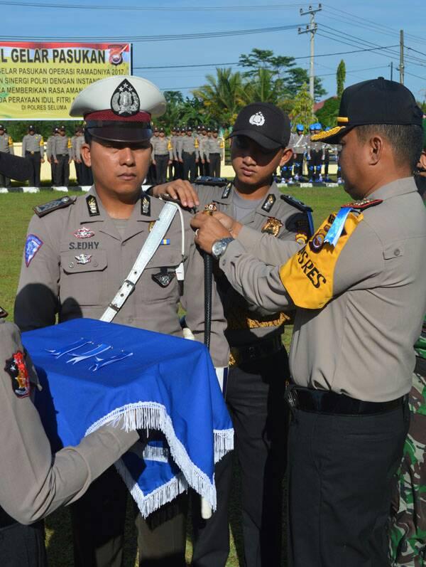 Sematkan Pita Operasi,Kapolres Pimpin Gelar Pasukan Ops Ramadniya 2017