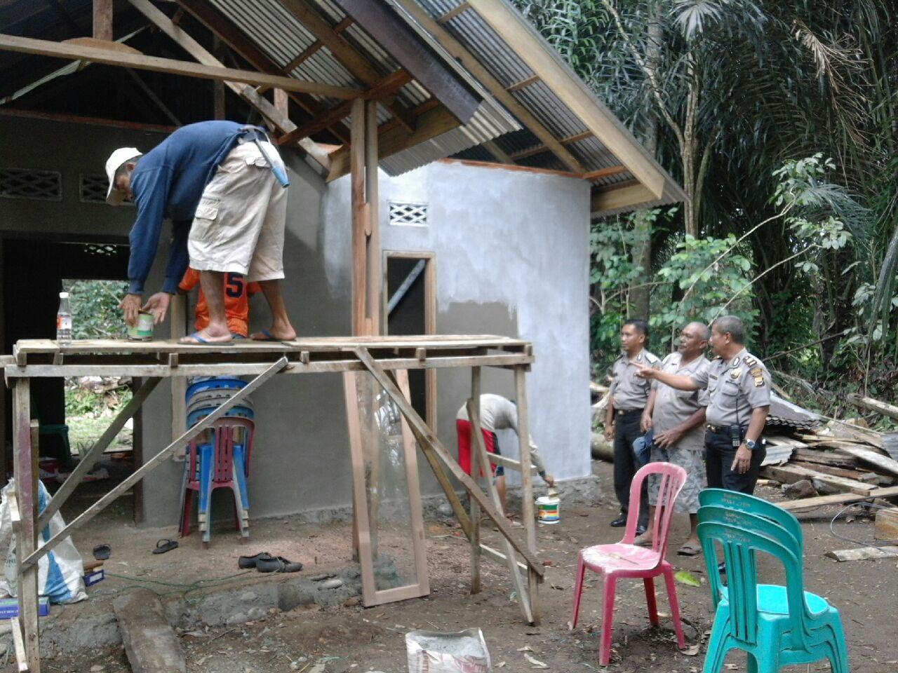 Bedah Rumah Program Jumat Sedekah Polres Bengkulu Selatan