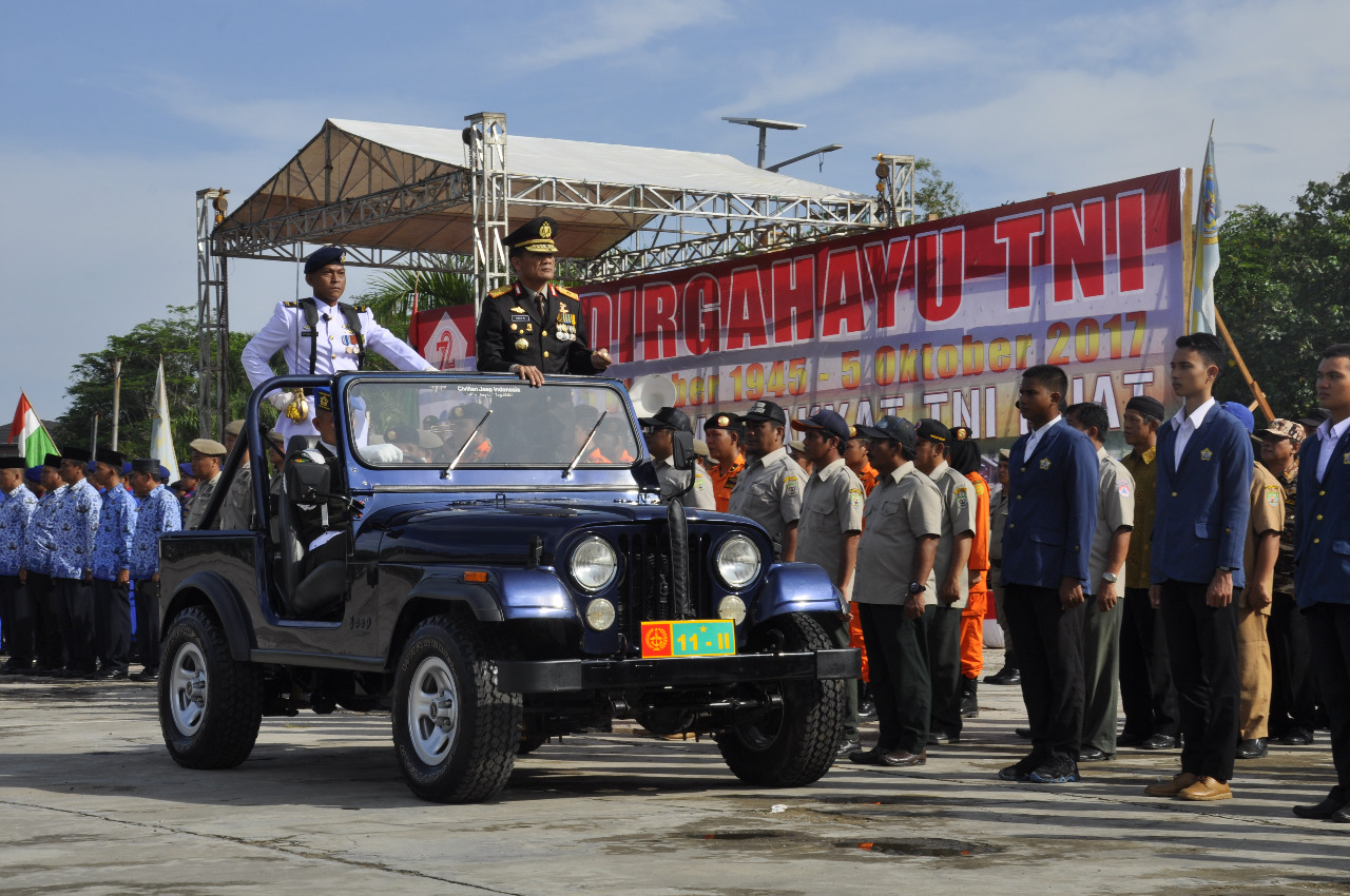 HUT TNI Ke-72, Kapolda Bengkulu Jadi Inspektur Upacara
