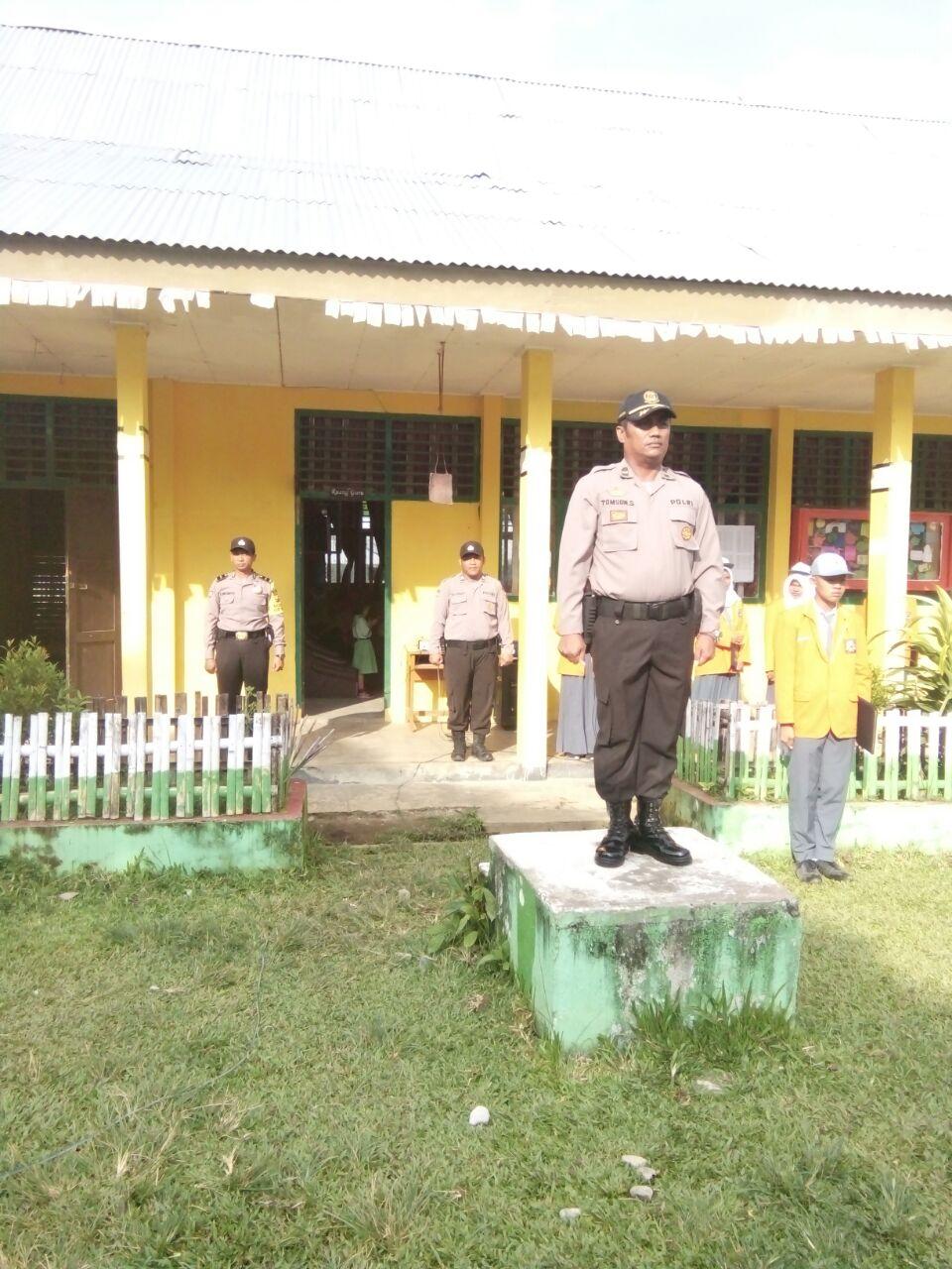 Silaturahmi Polri, Kapolsek Kaur Utara Jadi Pembina Upacara di SMA