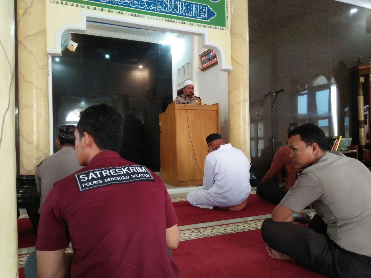 Jadi Khatib Shalat Jumat, Bhabinkamtibmas Ajak Jamaah Meneladani Nabi Muhammad SAW