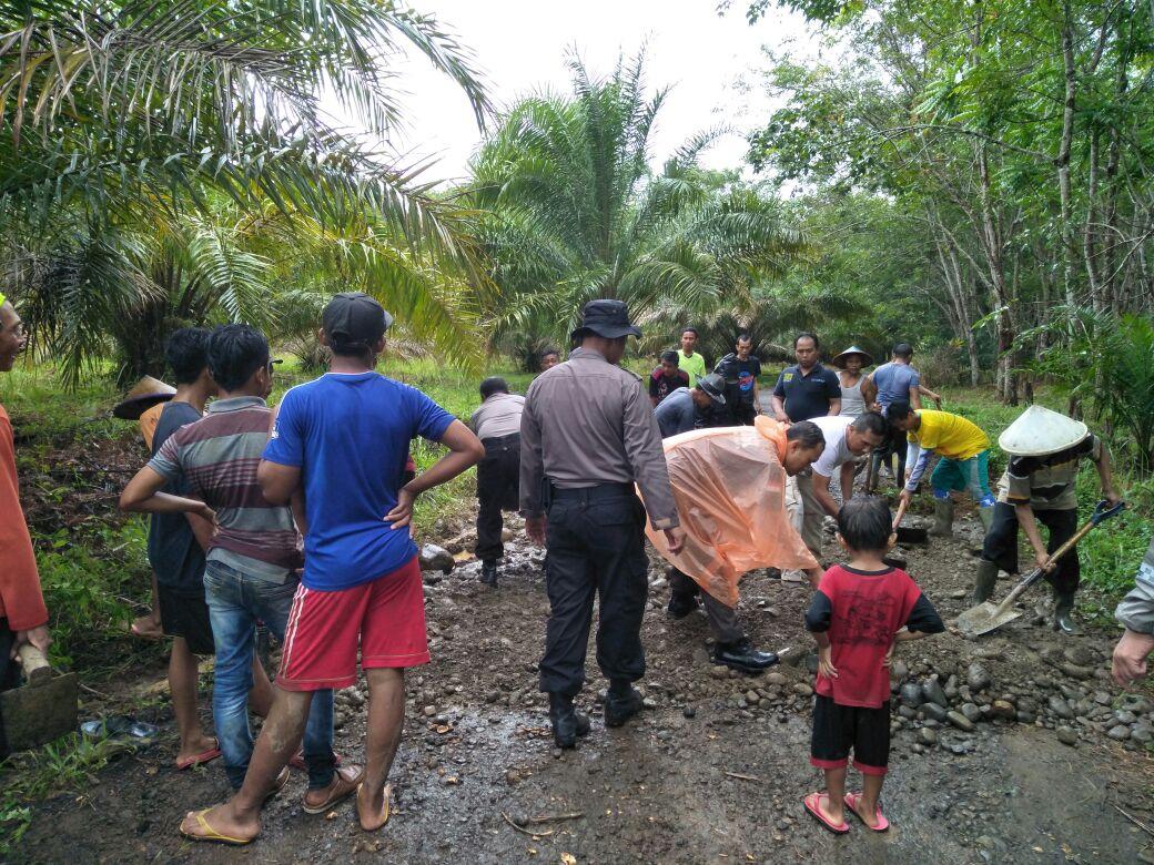 Swadaya, Polsek Padang Jaya dan Masyarakat Timbun Jalan Berlobang