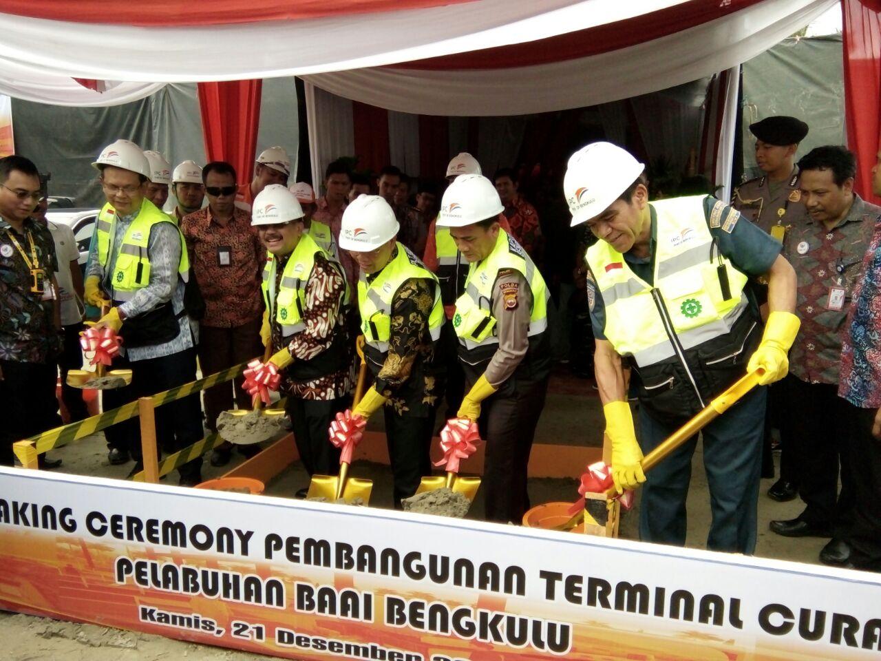 Peletakan Batu Pertama, Tandai Pembangunan Terminal Curah Cair Pelabuhan Pulau Baai Kota Bengkulu