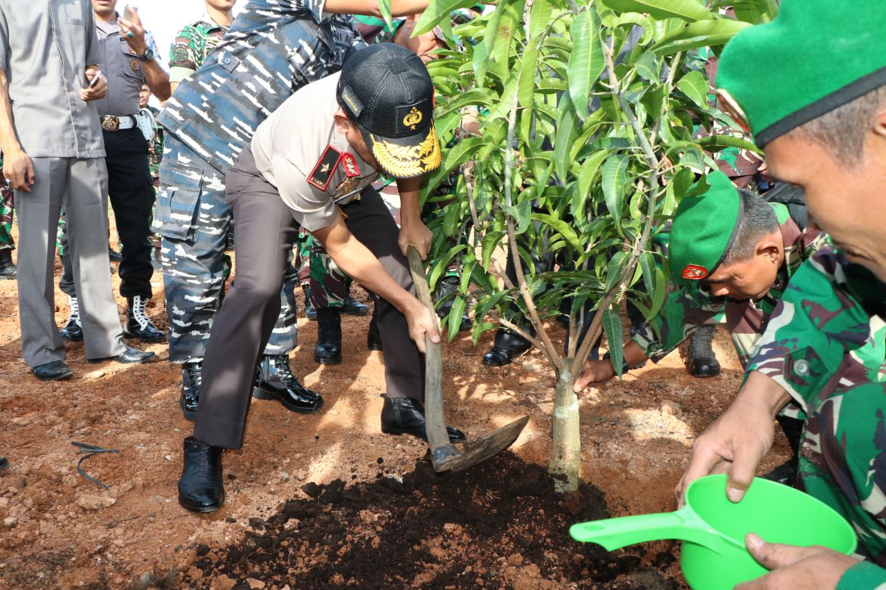 Peresmian Kodim 0428 Mukomuko, Diakhiri Dengan Penanaman Pohon