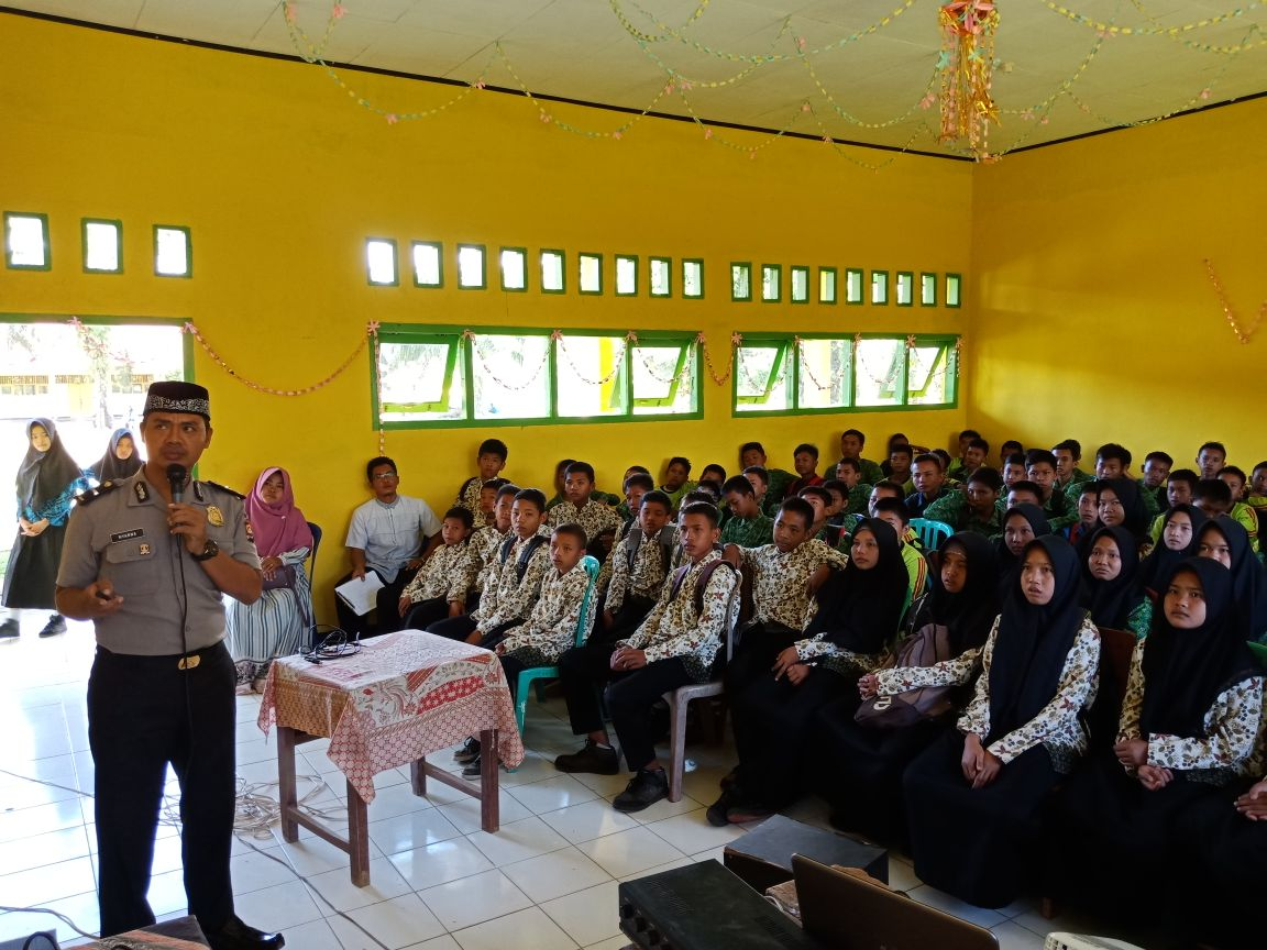 Binluh Pendidikan Karakter, Polres Kaur Datangi SMP N 14 Kaur