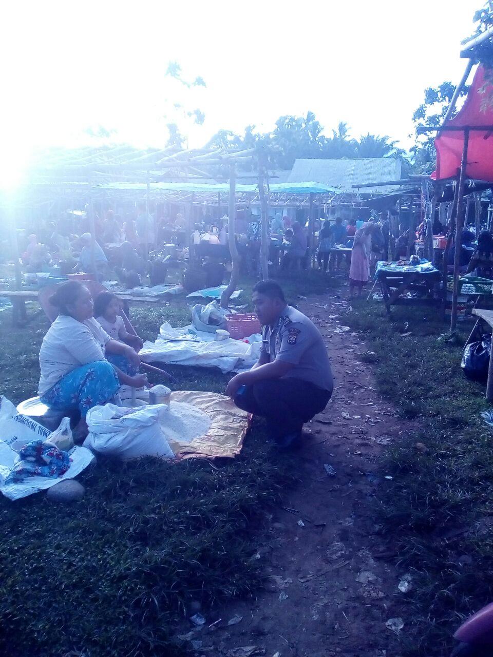 Masuk Pasar, Polisi Interaksi Bersama Pedagang dan Pembeli