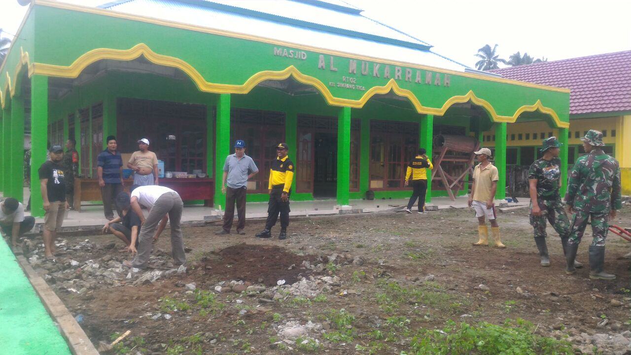 Adem Melihatnya,.. TNI/Polri dan Pemerintah serta Masyarakat, Membersihkan Rumah Ibadah