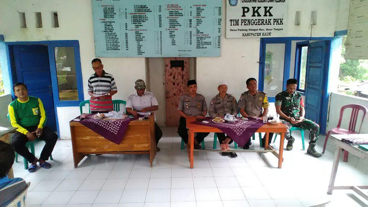 """Dukung Pembentukan """"LAKU"""", Kapolsek Kaur Tengah Ikut Musyawarah Desa"""
