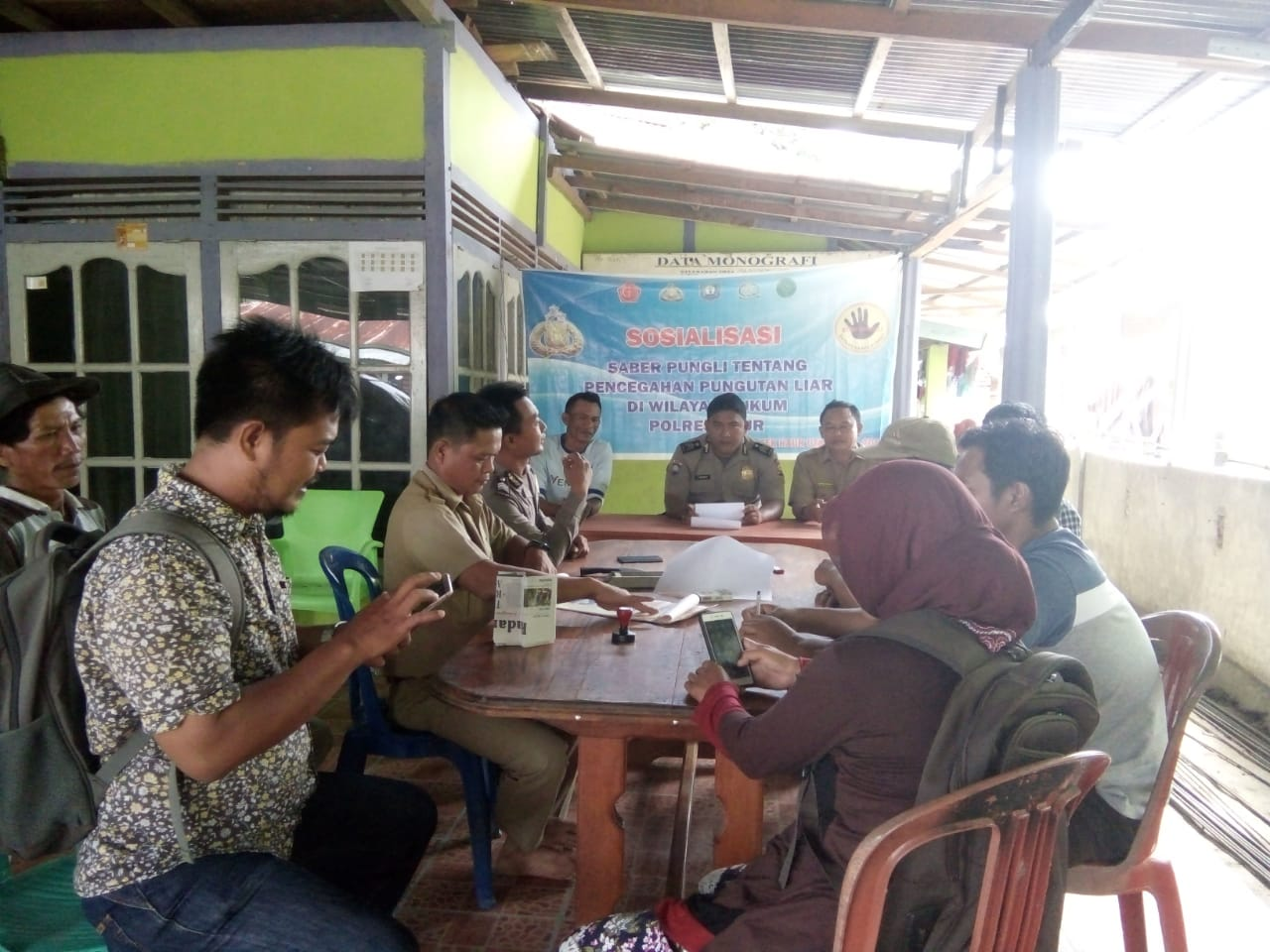 Cegah Pungli, Polsek Kaur Utara Sosialisasi di Kecamatan Padang Guci Hilir