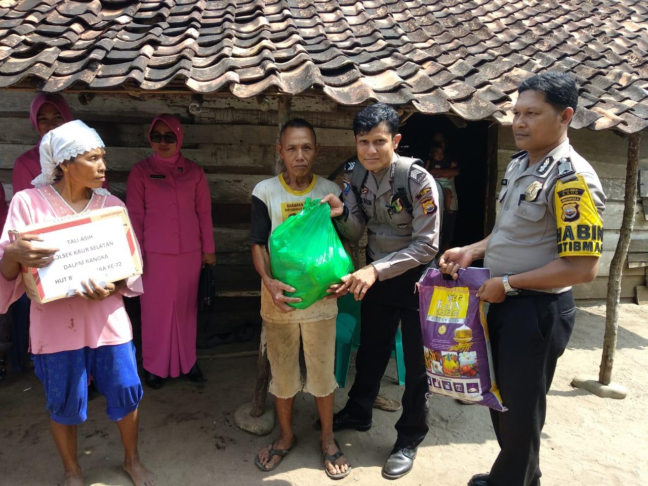 HUT Bhayangkara, Polsek Kaur Selatan Bagi Sembako