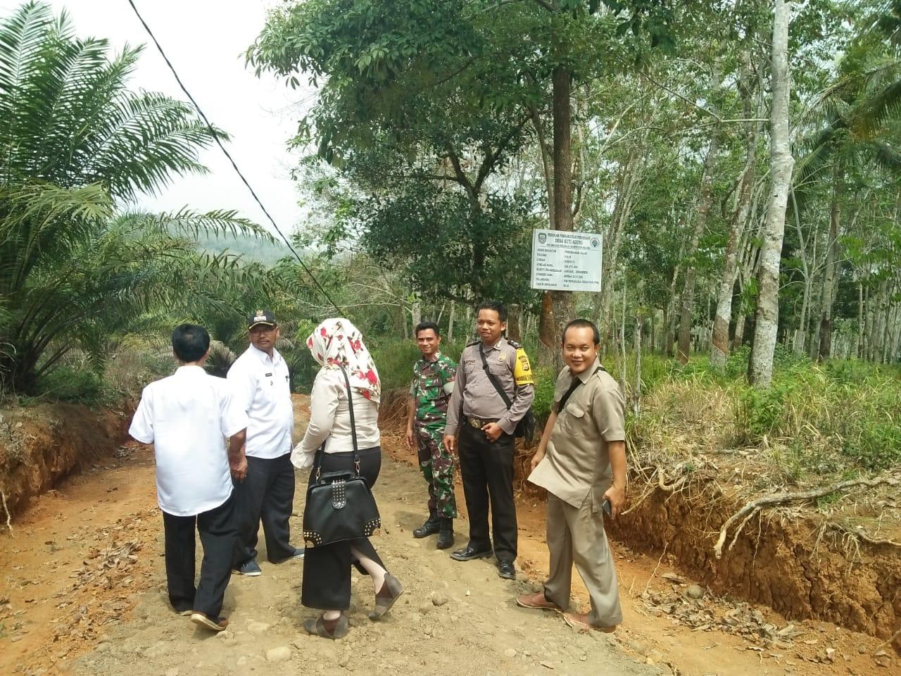 Pengawasan ADD, Bhabinkamtibmas Monitoring Pembangunan Bersama Camat dan Babinsa