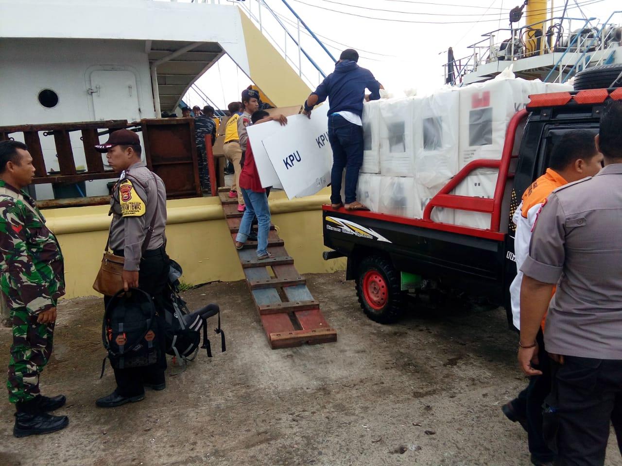Kapolres BU Pantau Pengawalan Logistik Pemilu Dari Enggano