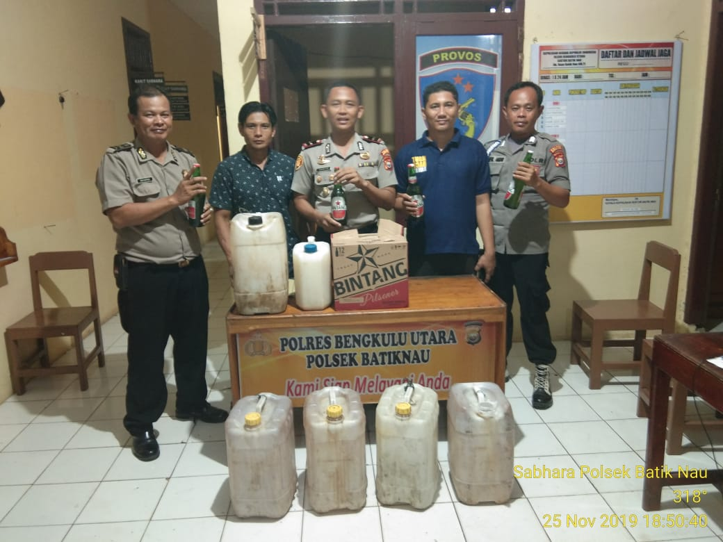 Ops Pekat Nala, Polsek Batiknau Amankan Ratusan Liter Miras