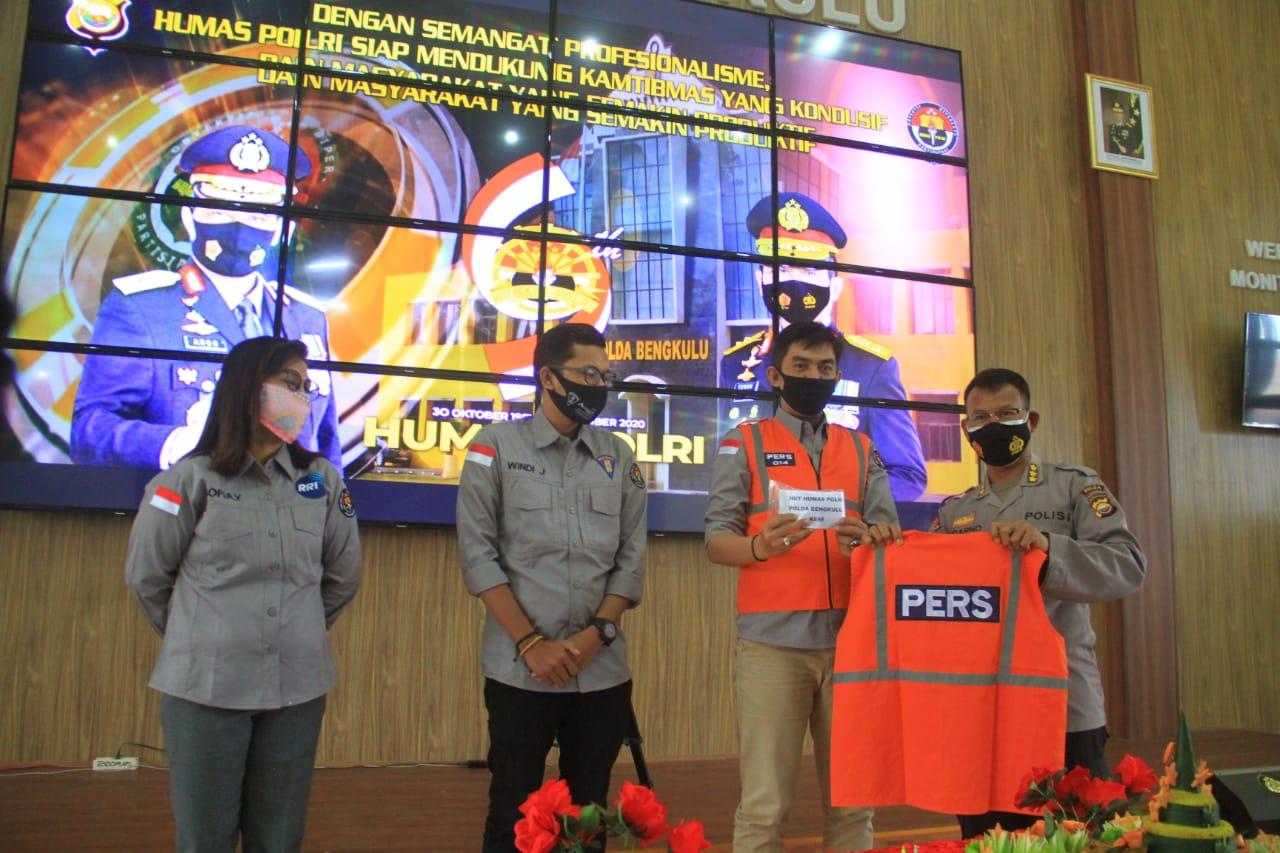 Peliputan Demo, Wartawan Dilengkapi Atribut Khusus Dari Polda Bengkulu