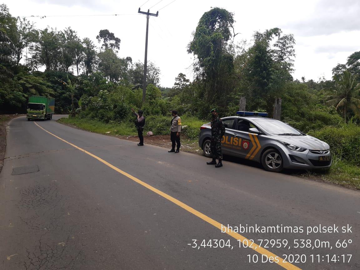 Pengamanan Jalur PUT, Polsek SK Gelar Patroli Bersama Brimob dan TNI