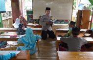 Belajar Mengajaji Bersama Bhabinkamtibmas Polsek Manna Bripka Suharno