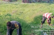 Gotong Royong Kebersihan Lingkungan, Bhabinkamtibmas Pesan Taati Prokes