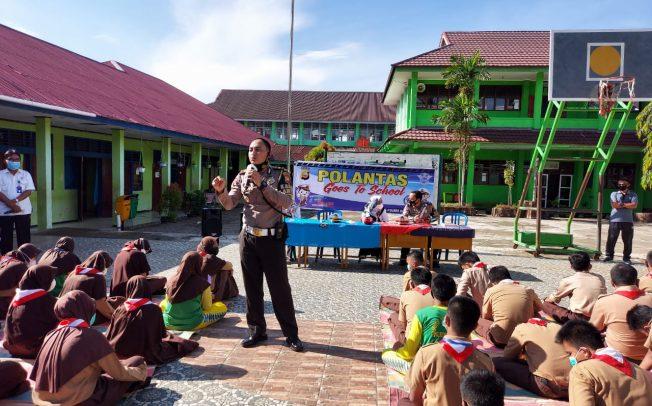 Sosialisasi di SMPN 3, Polres BS Sampaikan Materi Tertib Lantas dan Patuh Prokes