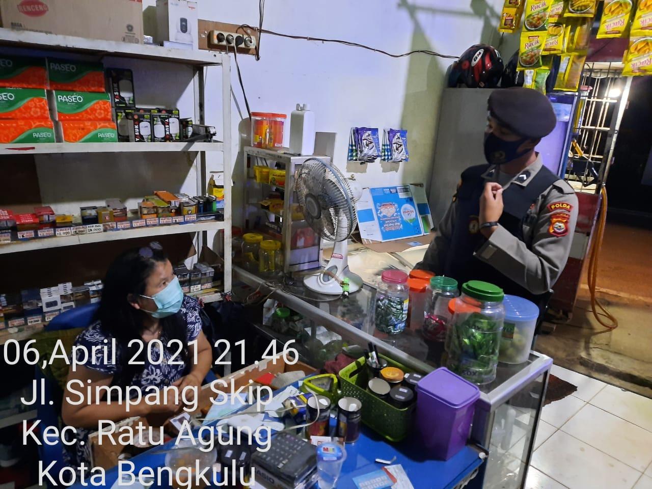 Samapta Polda Bengkulu Patroli Malam Hari Ingatkan Masyarakat Prokes Covid-19