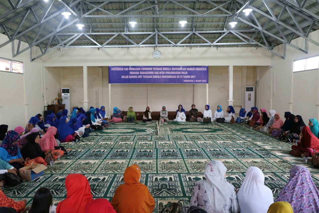 HUT ke 37, Yayasan Kemala Bhayangkari Gelar Pengajian Bersama Warakauri dan Istri Purnawirawan Polri