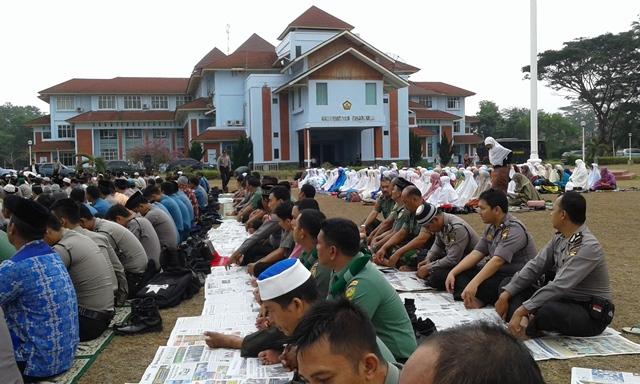 Sholat Istisqa di Universitas Bengkulu