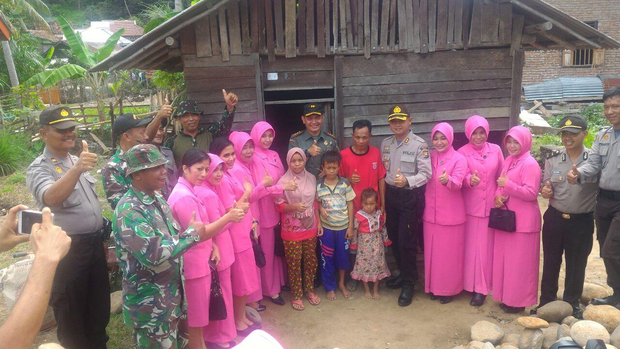Bedah Rumah Wujud Sinergitas TNI/POLRI dan Masyarakat Kaur