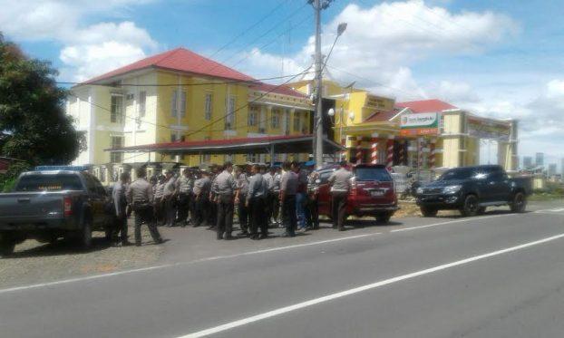 Polisi Jaga Kantor Pemda