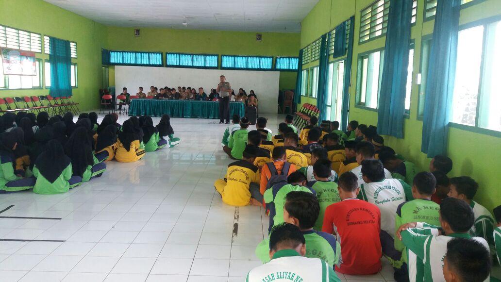 Penyuluhan di MAN 01 BS, Sat Binmas Cegah Berita Hoax dan Kenakalan Remaja